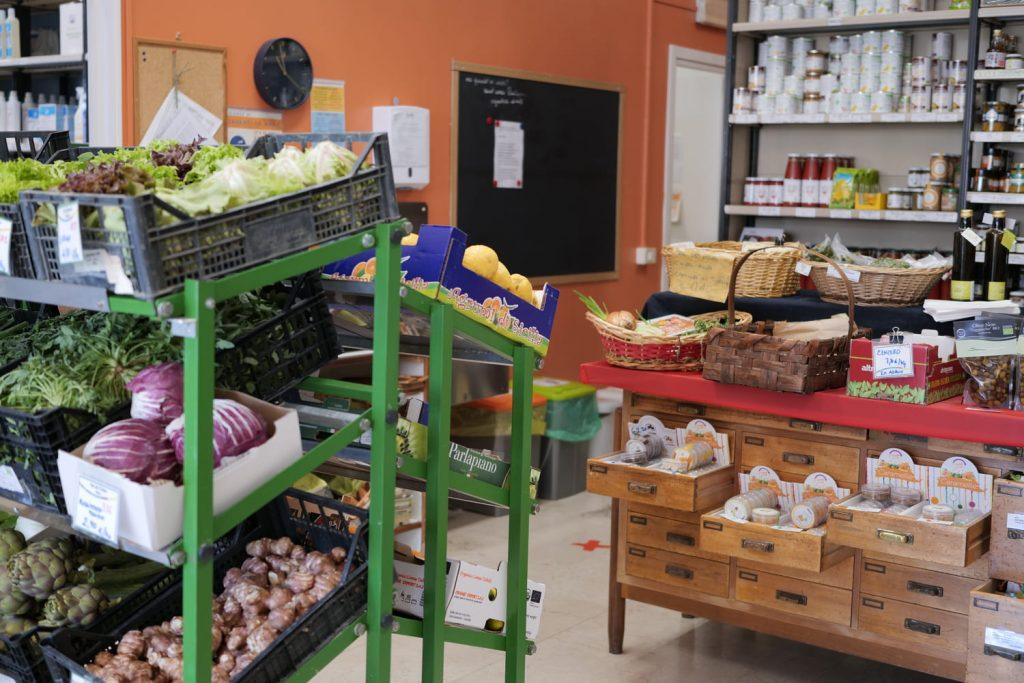 frutta e verdura all'emporio di Camilla food coop bologna
